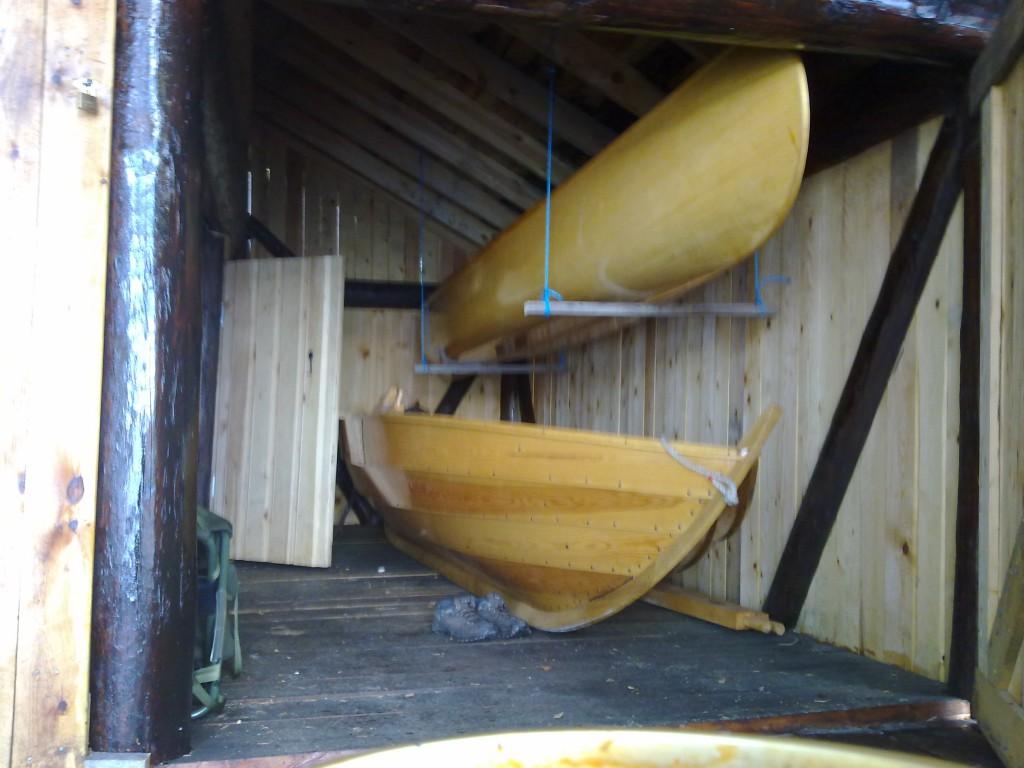 - Naust m. båter 13082011029